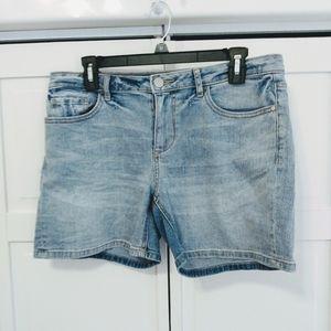 •LC Lauren Conrad• Size 8 Distressed Shorts
